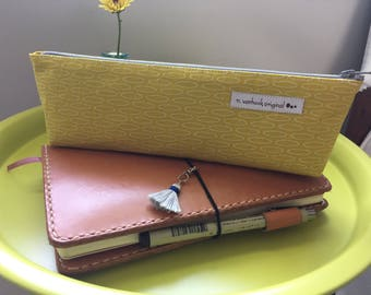 Pencil pen case pouch with zippered closure
