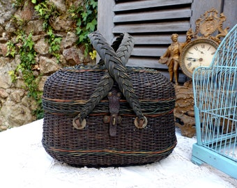 Antique french small picnic basket. Lunch basket. Fisherman's catch basket. Small hand basket. French nordic decor. French vintage home.