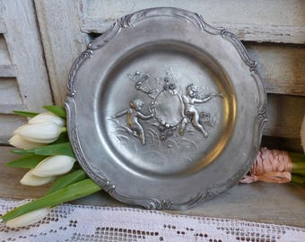 French vintage pewter wall plate. Cherubs dancing. Pewter plate. Music Cherub art. Jeanne d'Arc living. French Nordic. Rustic french cottage