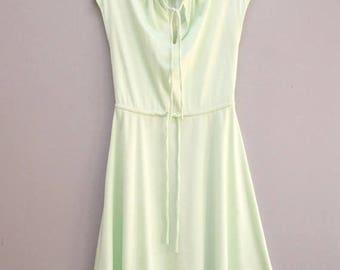 Vintage Seafoam Cap Sleeve Dress/ Women's Estimated Small/Medium [Retro Vintage Shirt Dress Simple Dress] 28 inch waist/ Imperfect Condition