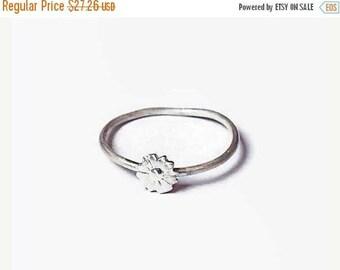 SALE Daisy dainty ring, flower, dainty ring, minimalist sterling silver ring