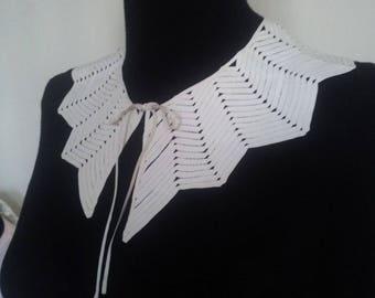 Large Peter Pan collar ecru cotton sewn with a chevron lace