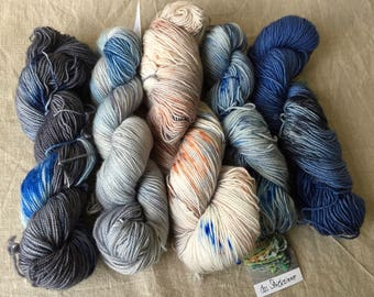 hand-dyed BFL yarn from natural raw materials, high-twist, speckled, I am yours-set, grey blue