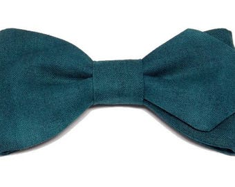 Petrol blue bowtie with sharp edges