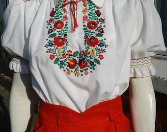 Stunning 1970s volup hand embroidered folk hippy boho blouse