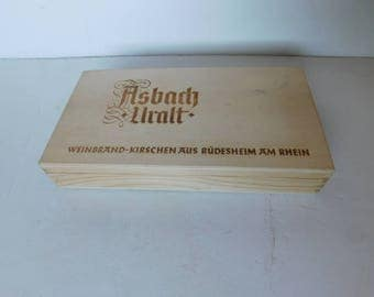 Solid wood box with lid from Germany