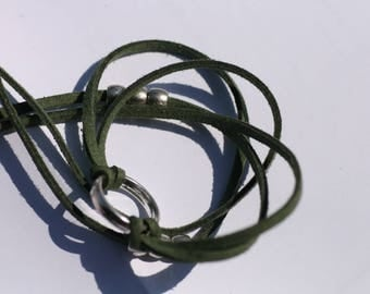 Three towers khaki green Suede, ring and pearl bracelet silver