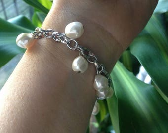 Lovely silver chain bracelet and white pearls