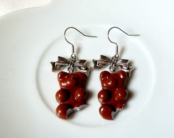 Earrings bear the chocolate and marshmallow