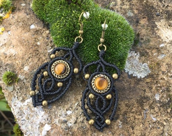 Macrame earrings tiger eye with a bronze setting - color black