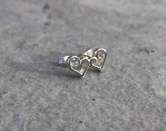 Elegant scroll stud earrings