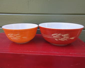 2 Vintage PYREX Wheat  Mixing Nesting Bowls Very Nice!