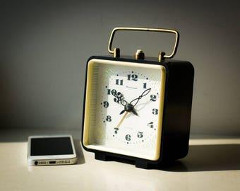 Vintage Mechanical ALARM CLOCK JANTAR 4 Jewels Desk Clock Retro Wind Up Clock Home Decoration 1970s Mid Century Working Table Clock ссср