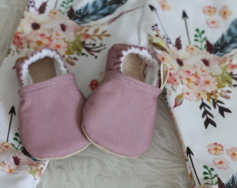 Mauve Baby Shoes, Baby Girl Shoes, Pink Baby Shoes, Pink Baby Moccs, baby Booties, Baby Moccasins, baby Girl Booties, Moccasins