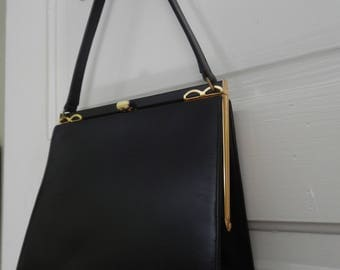 Stylish Vintage Black Leather Handbag!