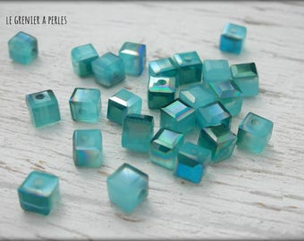 CUBES 4 mm Sapphire iridescent x 25 pearls