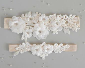 Wedding garter set in ivory, ivory garter set, ivory lace garter set, ivory toss and keepsake garter, ivory bridal garter set