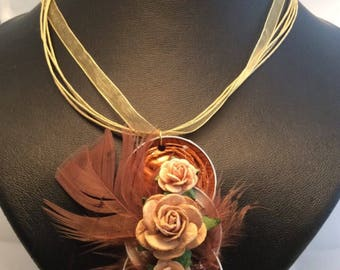 Necklace organza with aluminium hanger with flowers and poultry