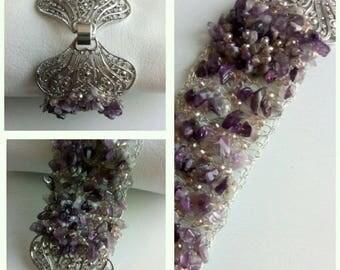 Bracelet with wire and gemstone jewelry