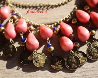 collier de chaines bronzes et gouttes capucine