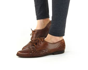 Vintage 1980s Woven Brown Leather Flat Shoes / Cognac Lace Up Brogue Flats / Caramel Oxfords / Women Size 9 / Accessories for her