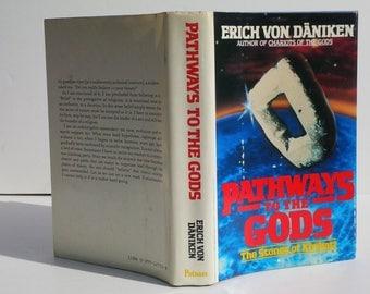 Pathways to the Gods : The Stones of Kiribati by Erich Von Daniken - G.P. Putnam's Sons, New York 1982