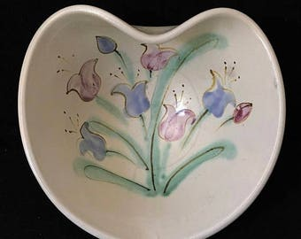 Presidential Savings Vintage Judy Goodwin Hand Painted Studio Pottery Heart Shaped Bowl Wildflowers