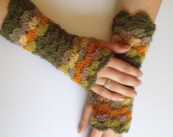 Womens crochet fingerless gloves. Green Handwarmers. Texting gloves. Ready to ship.