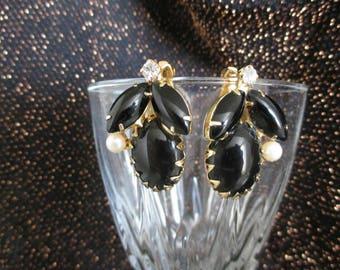 Vintage faux black onyx Earrings pearl rhinestones dogtooth flower gold Tone Clip on  earrings vintage mid century 1950s