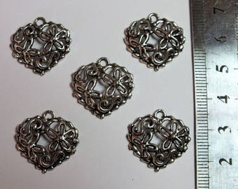Five small hearts carved flowers