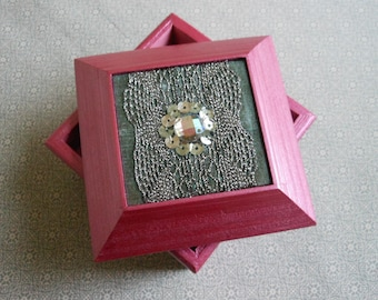 Jewellery/trinket/ring/earring/keepsake/decorative box