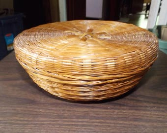 Basket, Wicker Basket, Farmhouse, Vintage Basket, Gift for Her, Sewing Basket, Lidded Basket, Wedding Card Basket, Rustic Farmhouse, French