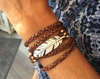 Wrap bracelet, Feather, Bracelet. Bracelets for women, Leather. Jewelry. Leather bracelet. Gifts for mom. Uno de 50. Best friend gift