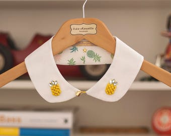 Cotton Peter Pan collar featuring 2 pineapples  glass beads patches. With golden plastic button