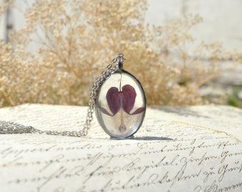 Bleeding Hearth TERRARIUM necklace, wildflower jewelry, terrarium jewelry, vegan jewelry, pressed flower pendant, mother's day gift