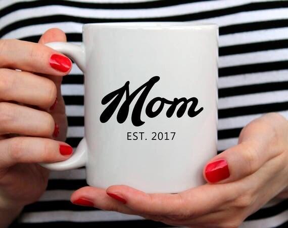 New Mom Gift| Mom Birthday Gift for Mom Mug Mom Christmas Gift for Mom Coffee Mug Mom Gift for New Mom Custom Date Mug 2O