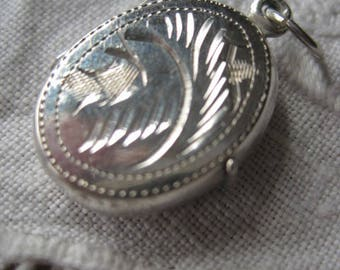 Solid Silver Oval Shaped Locket, Vintage Silver Pendant, Keepsake, Gift, Friend, Lover, Birthday