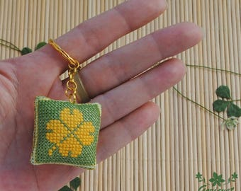 Green leaf keychain good luck gift for her Four leaf clover St patricks day Embroidered gift for him under 15 Housewarming gift for hostess