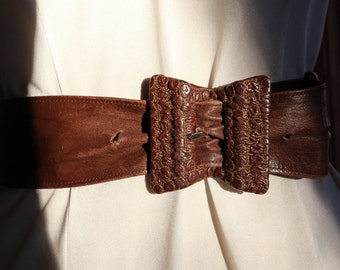 women brown leather bow tie shaped belt 1970's / 80's