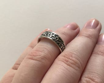 Vintage Lovely Relief Design 925 Sterling Silver Band Ring