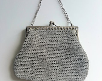 Vintage evening bag in silver from late 1950's. Woven structure, silver chain handle, pale blue lining.
