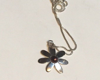 Far Fetched Sterling Daisy Necklace - 925 Silver