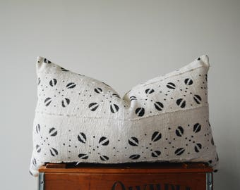 THE REIMS 24x14 African Mud Cloth Lumbar Pillow Cover