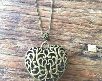 Openwork Heart Necklace, bronze