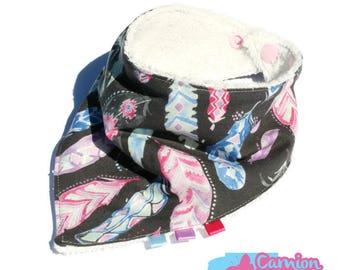 Bandana bib pink feathers