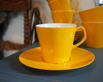 Vintage Melamine Cups & Saucers, Yellow Melaware, Retro 6 Cup Set, 1960s, Kitchenalia, Kitchenware, Plastic Jug, Camping, Picnics, BBQ