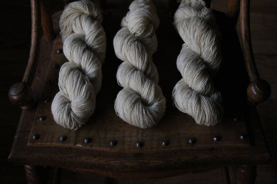 1 ply Natural White 100% non super wash - Fingering Weight - 400 yards 100 grams