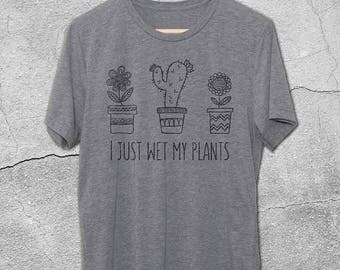 I Just Wet My Plants Vintage Graphic Tee - Gifts For Gardeners - Gardening Gifts - Funny Tshirts for Men & Women - Vintage T-Shirts
