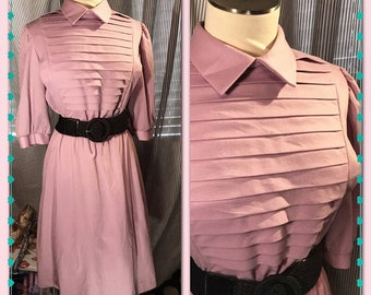 LOVIN' that LAVENDER - Womens Vintage// Dress// Dreamy// SEARS// Pleated Bodice// Knee Length// Pinup// Wiggle// Career// Dapper// Glam