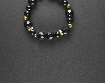 Onyx beaded bracelet.Onyx and hematite bracelet.Christmas gift.Onyx.Handmade with onyx and hematite beads.Christmas gift idea.Women's gift